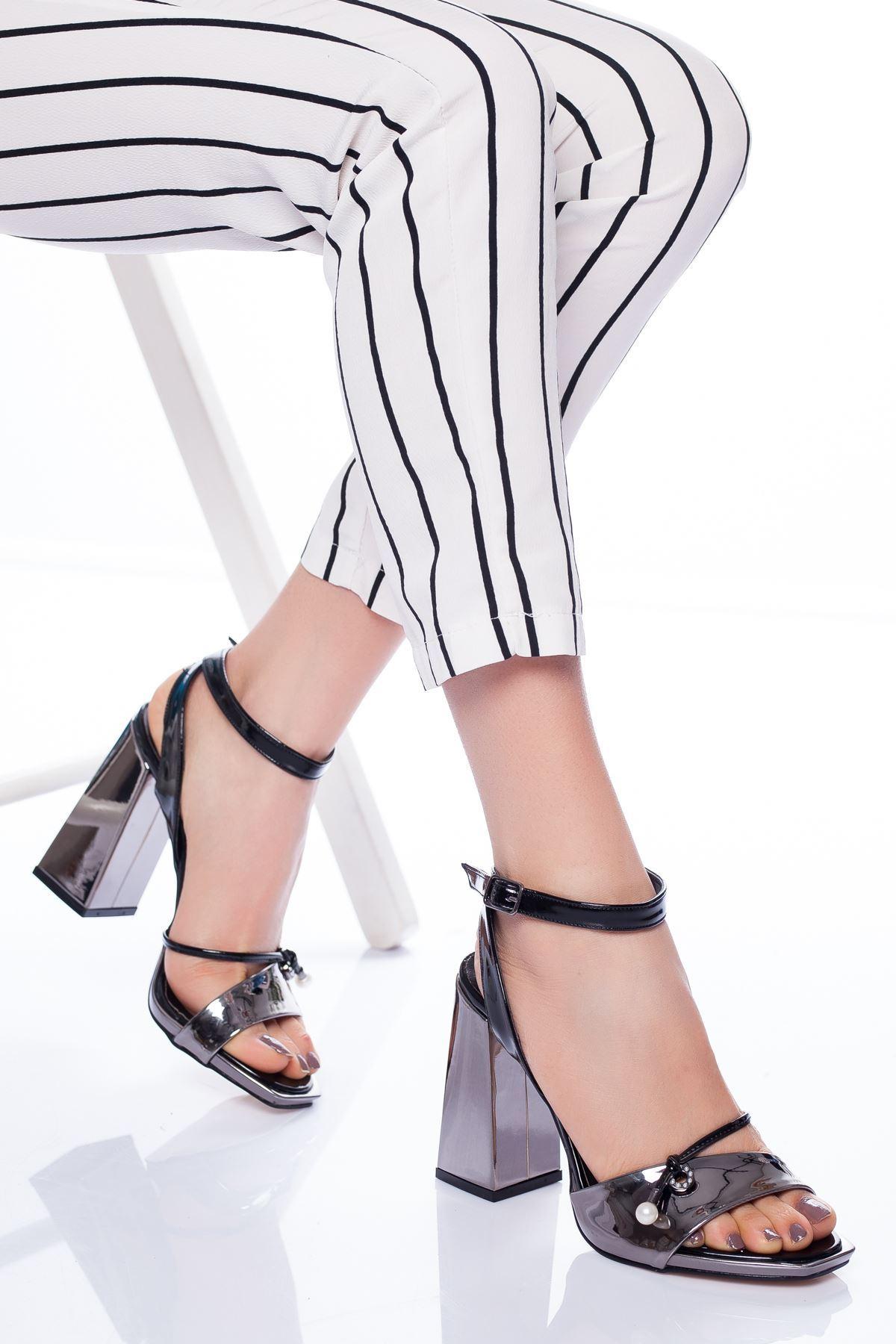 Doyle Topuklu Ayakkabı PLATİN