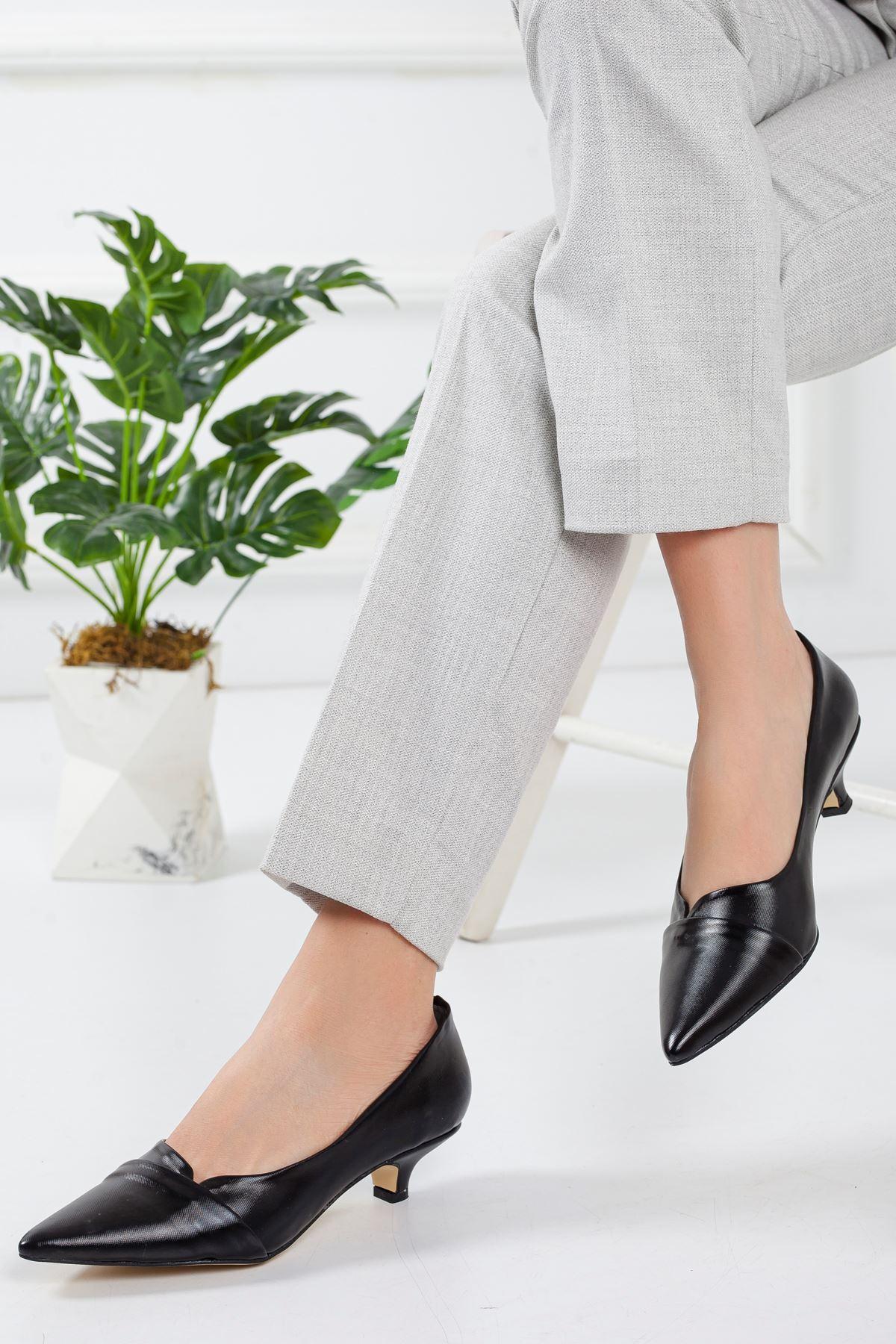 Elina Siyah Kısa Topuklu Sivri Burun Ayakkabı