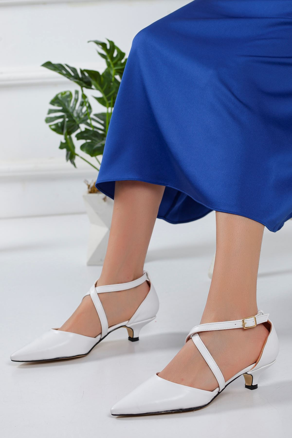 Balmi Kısa Topuklu Sivri Burun Ayakkabı BEYAZ