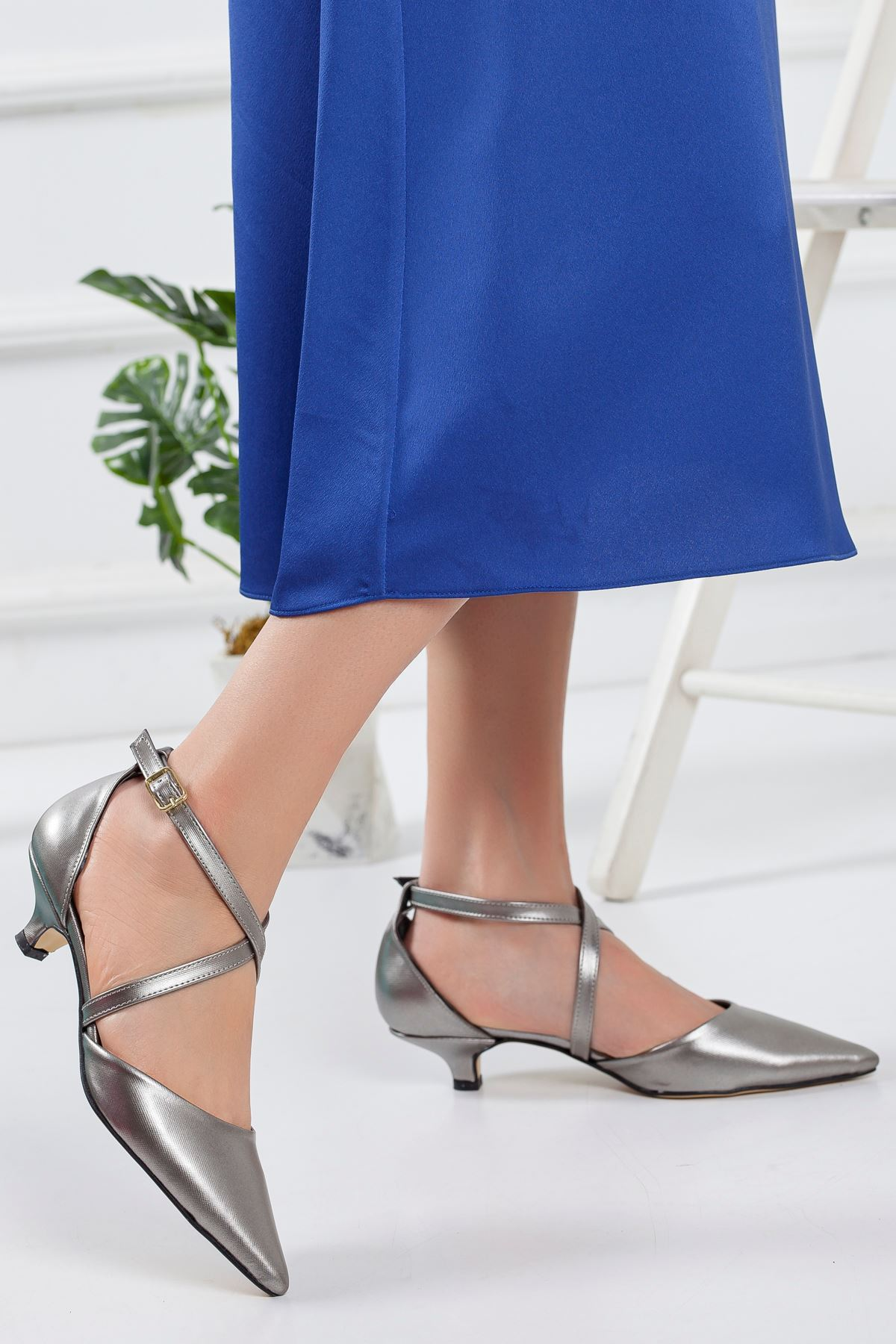 Balmi Kısa Topuklu Sivri Burun Ayakkabı PLATİN