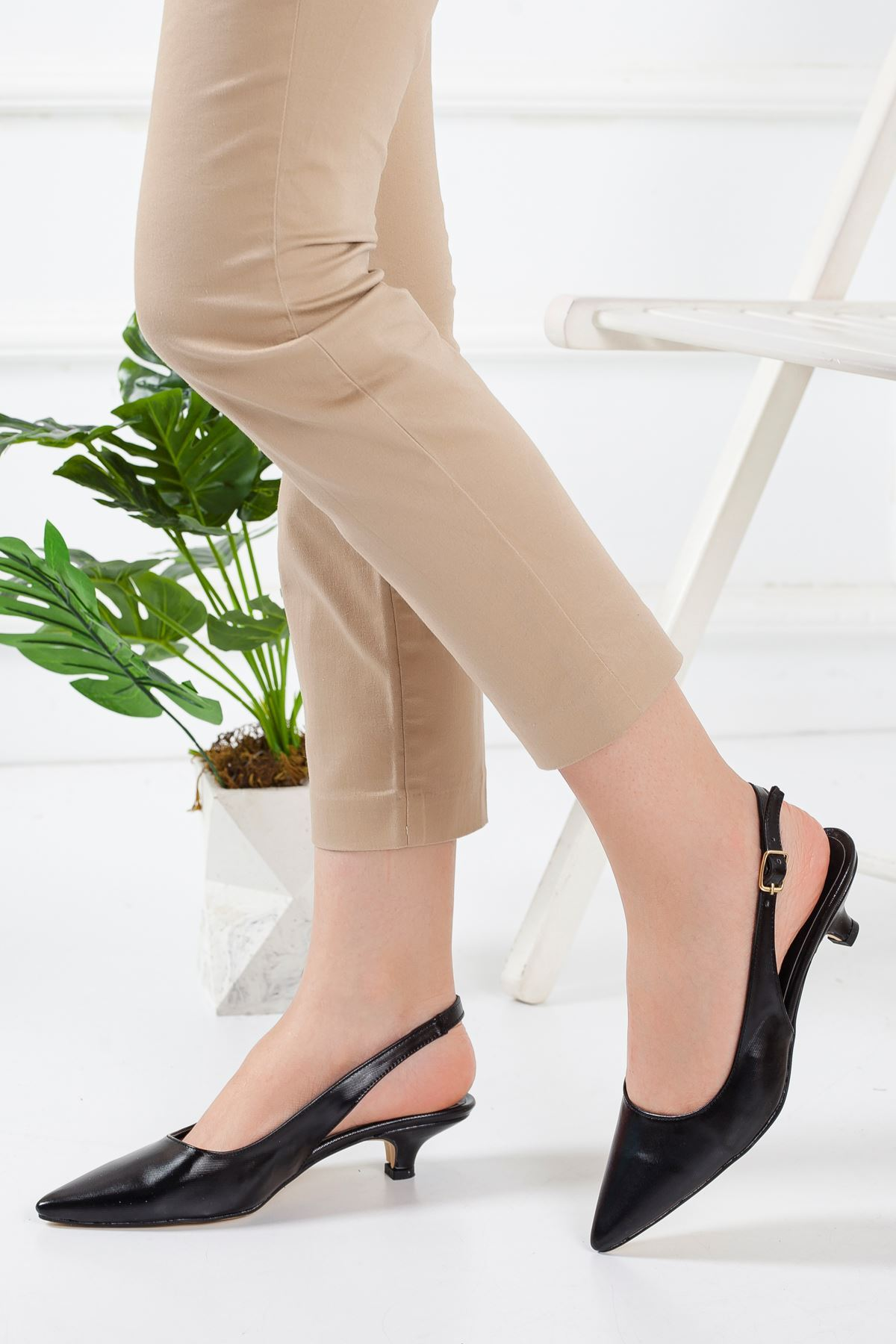 Solen Kısa Topuklu Sivri Burun Ayakkabı SIYAH